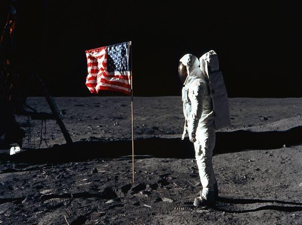 Chiaccherata con L'autore: L'italia vista dalla luna di Franco Taviani